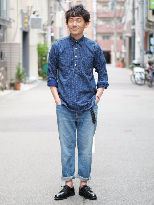 シャツからイメージした大人のワークスタイル