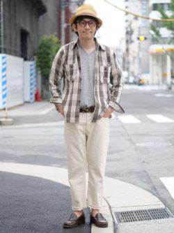 大人な雰囲気のネルシャツスタイル